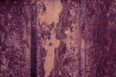 Enge oude roestige metaaltextuur als achtergrond Donkere gekraste mysticus Stock Foto's
