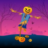 Enge vogelverschrikker met pompoen in Halloween Royalty-vrije Stock Afbeeldingen