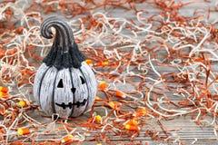 Enge zwart-witte Halloween-pompoen stock afbeelding