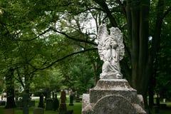 Engel auf ernstem Stein Lizenzfreies Stockbild