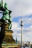 Engel, der das fernsehturm überwacht Lizenzfreie Stockbilder