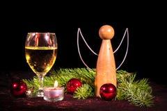 Engel des Holz- und Weinglases Stockfoto