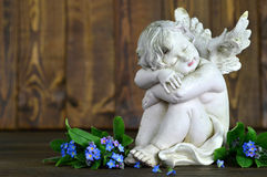 Engel en de lentebloemen royalty-vrije stock afbeeldingen