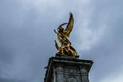 Engel en Militair Statue royalty-vrije stock fotografie