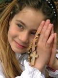 Engel (Gebet) mit einem Rosenbeet 1 Stockfoto