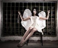 Engel gebunden am Gitter stockbilder