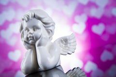 Engel, glücklicher Valentinstag, Spiegelhintergrund stockfoto