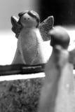 Engel im Spiegel lizenzfreie stockfotografie