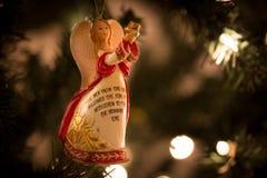 Engel met bijbel vers-rood Stock Afbeelding