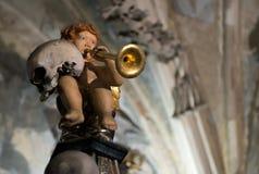 Engel met een scull, Sedlec-Ossuarium, Tsjechische Republiek stock afbeelding