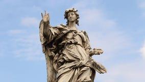 Engel mit dem Kreuz Statue auf der Br?cke Ponte Sant ?Angelo, Rom stock video footage