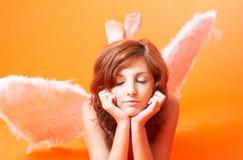 Engel mit den Augen geschlossen Stockfoto