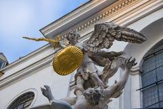 Engel mit einer Klinge Stockbild