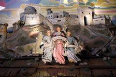 Engel mit Gloria im excelsis Deo Banner, Krippe in der Franziskanerkirche in Graz Lizenzfreie Stockfotos