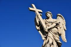Engel mit Kreuz Stockfotos