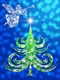 Engel mit Trompete über Weihnachtsbaum Stockfotos