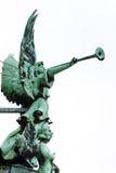 Engel mit Trompete in Bewohner von BerlinDom (Kathedrale) lizenzfreies stockfoto