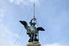 Engel op de bovenkant van Sant 'Angelo Castle Italy stock foto