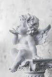 Engel sendet einen Luftkuß Stockfoto