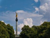 Engel van Vrede in München met mooie wolken op de achtergrond royalty-vrije stock foto's