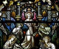 Engelen die muziek in gebrandschilderd glas maken Stock Foto's