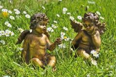 Engelen in gras Stock Afbeelding