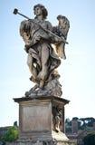 Engelenbeeldhouwwerk op de Brug Sant'Angelo in Rome Stock Afbeeldingen