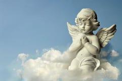 Engelenbeschermer op de wolk stock afbeelding