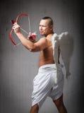Engelencupido klaar voor de dag van de valentijnskaart Stock Foto's