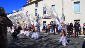 Engelenparade in Carnaval van Limoux in Aude, Frankrijk stock footage