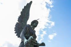 Engelenstandbeeld bij Oranjeriepaleis in Sanssouci-Park Royalty-vrije Stock Afbeeldingen