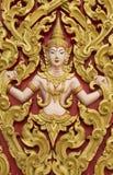 Engelenstandbeeld naast de ingang aan de tempel, velen in Thailand Royalty-vrije Stock Afbeeldingen