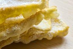Engelenvleugels: traditioneel zoet kernachtig gebakje voor Carnaval-tijd royalty-vrije stock afbeeldingen
