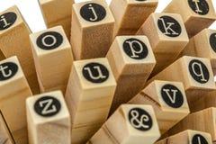 Engels alfabet in kleine letters, collage van geïsoleerd houten letterzetsel Royalty-vrije Stock Afbeelding