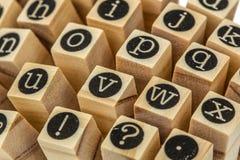Engels alfabet in kleine letters, collage van geïsoleerd houten letterzetsel Royalty-vrije Stock Fotografie