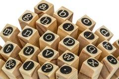 Engels alfabet in kleine letters, collage van geïsoleerd houten letterzetsel Stock Foto