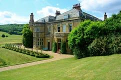Engels Buitenhuis in platteland royalty-vrije stock afbeelding