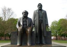 engels forum Marx statua obraz royalty free