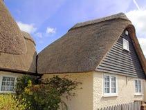 Engels met stro bedekt plattelandshuisje Stock Fotografie