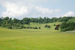 Engels Platteland met bewolkte hemel Royalty-vrije Stock Afbeeldingen
