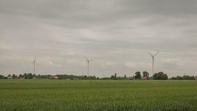 Engels platteland - weiden en hemel; windturbine royalty-vrije stock foto