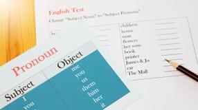 Engels testblad op houten bureau Stock Foto