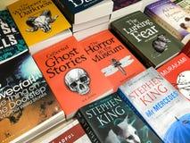 Engelse laatst Beroemde Romans voor Verkoop in BibliotheekBoekhandel Stock Fotografie