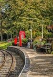 Engelse Spoorweg zijtelefooncel en postbus Royalty-vrije Stock Fotografie