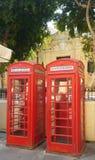 Engelse telefooncellen in het Eiland van Malta stock afbeeldingen