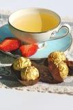 Engelse Thee met Chocolade Royalty-vrije Stock Afbeeldingen