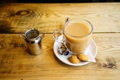Engelse thee met Melk in het UK royalty-vrije stock afbeeldingen
