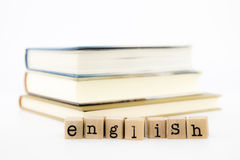 Engelse verwoordingsstapel op boeken Stock Fotografie