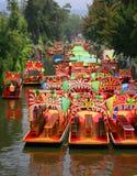 Engelse xochimilco van Trajineras Stock Afbeeldingen