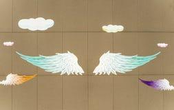 Engelsflügel gemalt auf dem Wandillustrationshintergrund Lizenzfreie Stockbilder